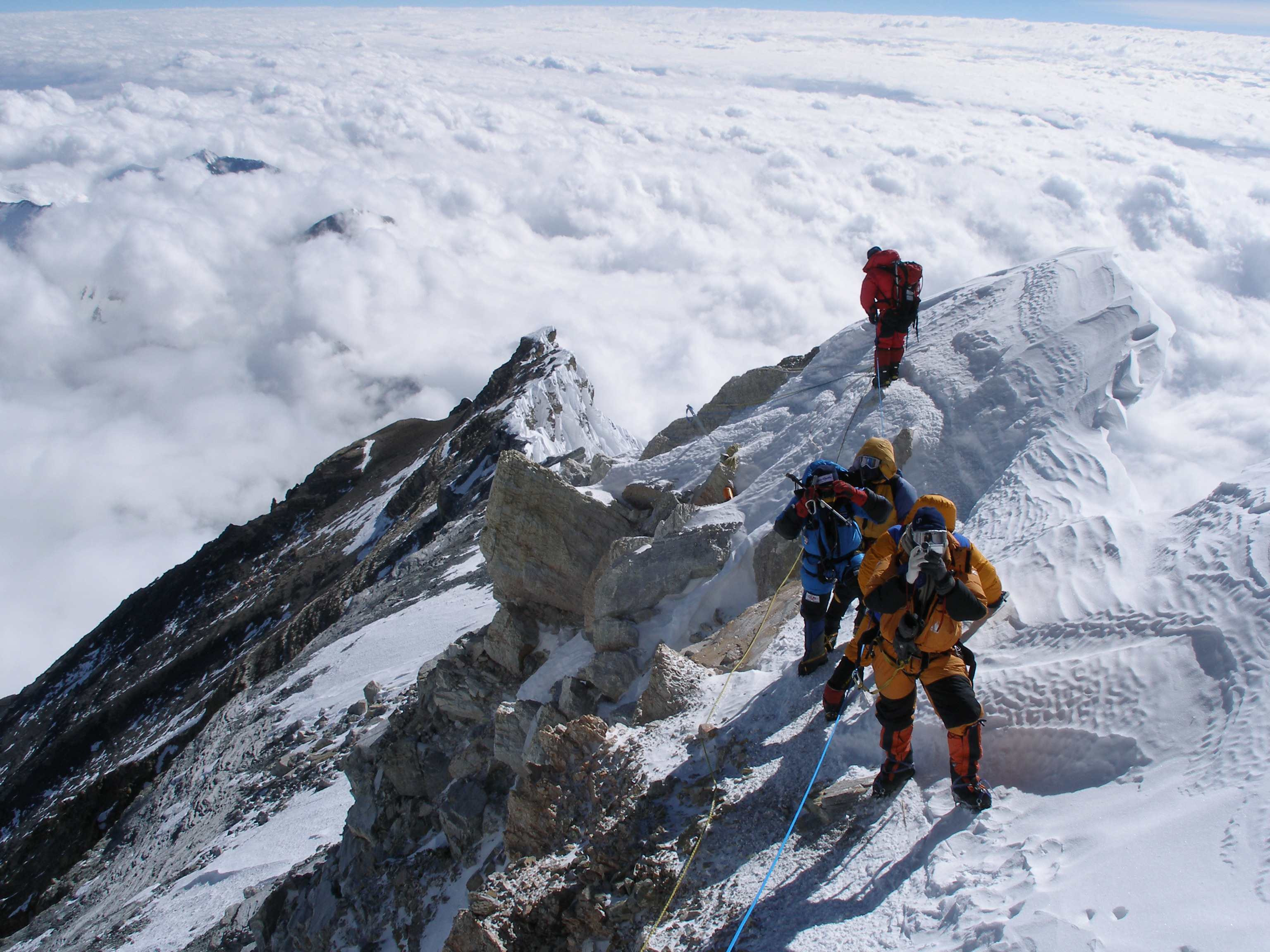 mountain climbing expeditions challenged - HD3072×2304