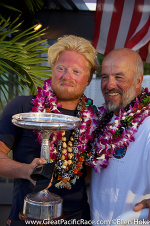 Image: Proud team after arrival at the Waikiki Yacht Club (c) Ellen Hoke